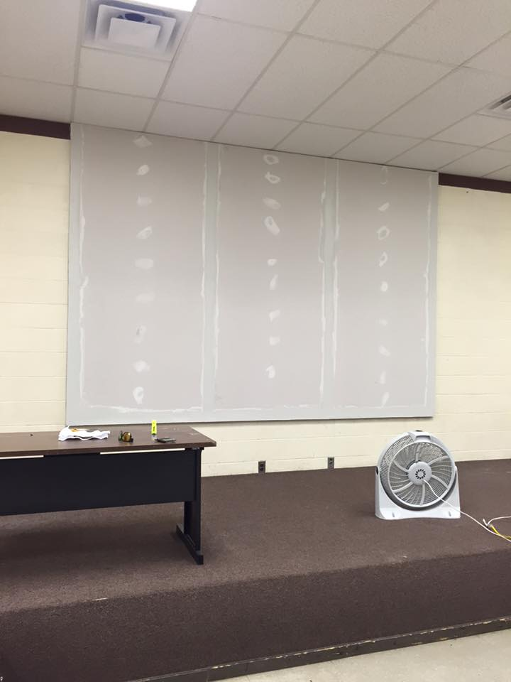 Golf Manor Permanent Projector Screen Hkc